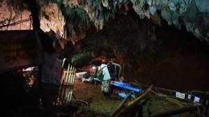Resgate de meninos presos em caverna