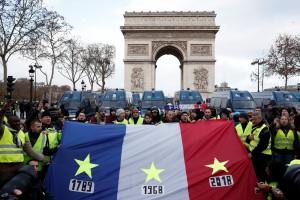 bandeira francesa com as datas