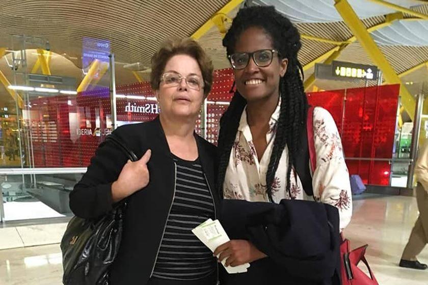 Ativista relata ofensas a ex-presidente Dilma em aeroporto na Espanha