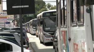 Motoristas de transportes fazem protesto