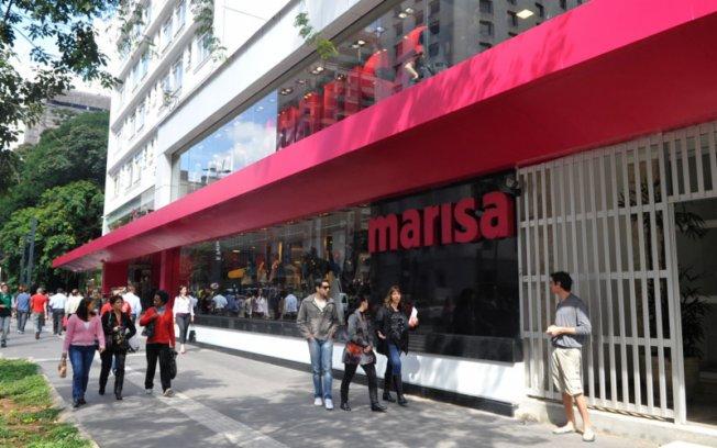varejista de moda Marisa avalia fechar