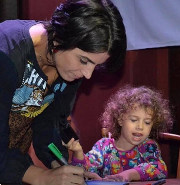 Manuela d'Ávila lança seu primeiro
