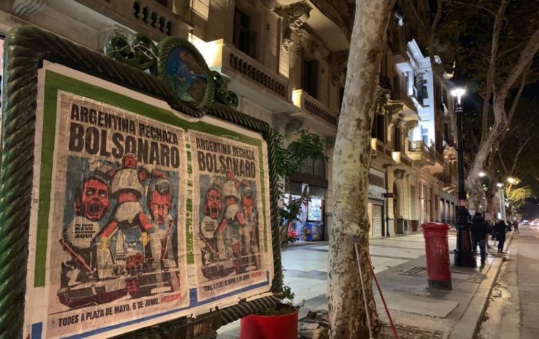 Photo of Argentinos pedem 'fora Bolsonaro' em manifestação na Praça de Maio