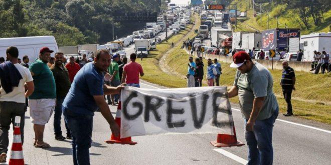 Photo of Pesquisa aponta que 70% dos caminhoneiros devem parar no dia 14 de junho