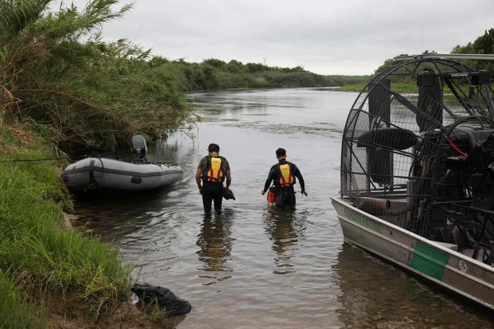 Photo of Menina brasileira de 2 anos desaparece em rio entre EUA e México
