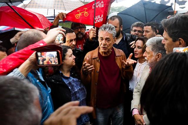 """Photo of Chico Buarque visita Lula: """"Ele segue com sua justa indignação"""""""