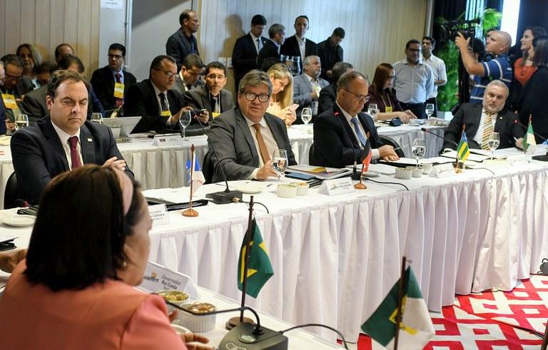 Photo of Governadores do Nordeste assinam convênio para compartilhamento do aplicativo 'Preço da Hora'