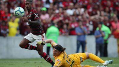 Photo of Atropelou! Com 3 gols de Bruno Henrique, Flamengo goleia o Corinthians no Maracanã