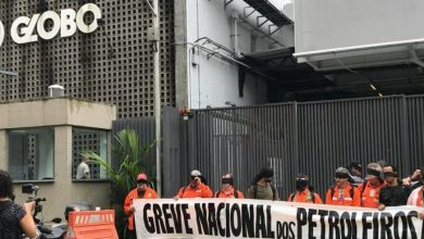 Photo of Petroleiros protestam na sede da Globo e pedem cobertura da greve