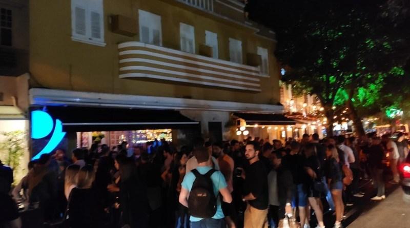 Aglomeração de pessoas na reabertura dos bares no Leblon, Rio de Janeiro. Foto: Twitter / Reprodução.