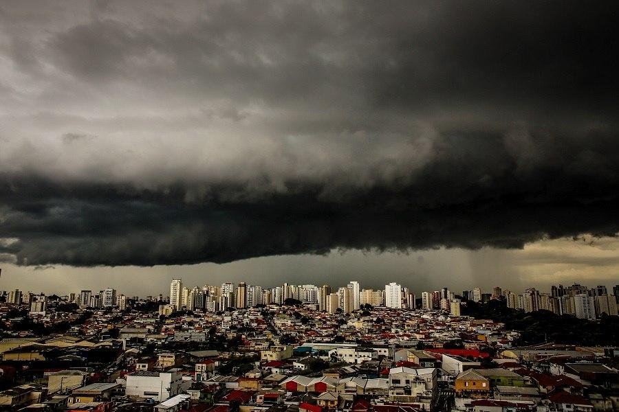 Nuvens de chuva negra em SP. Foto: Reprodução / Twitter