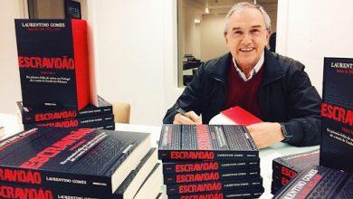 """Photo of Laurentino Gomes recebe o Jabuti de Literatura na categoria biografia com """"Escravidão"""""""
