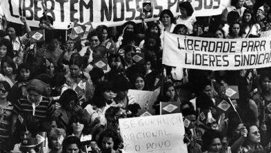 """Photo of Podcast """"Canções que falam por nós"""" Chico Buarque – Vai passar"""